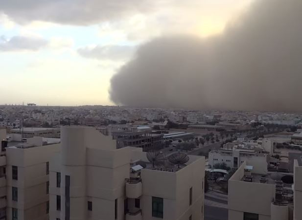 Watch the Sandstorm cloud covering Kuwait on Friday 20 February 2015