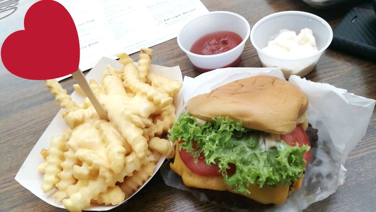 Great Burger at Shake Shack Restaurant in The Avenues