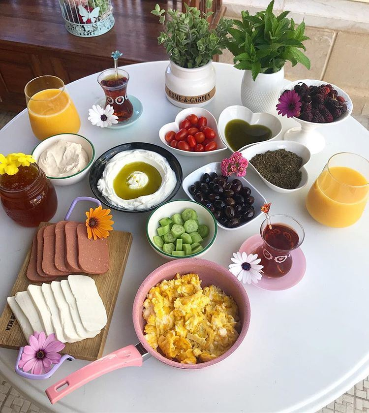 Simple Breakfast Table To Enjoy With Your Friends at Home