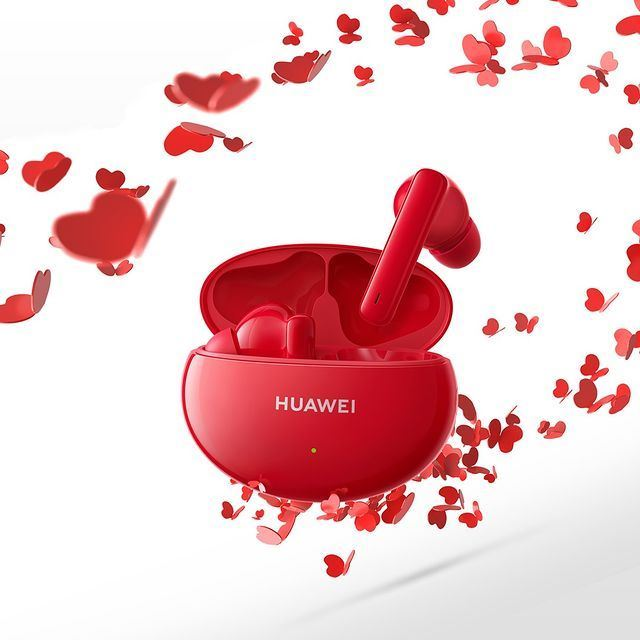 The popular red HUAWEI FreeBuds 4i is available again in Kuwait