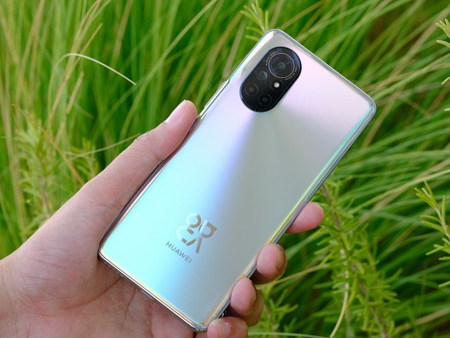 Trying to figure out everything about your new HUAWEI nova 8? Here are all the questions answered you might have about this most stunning camera phone!